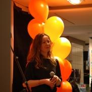 A. Audhild Solberg svarer på spørsmål fra barnejuryen under utdelinga av ARKs barnebokpris 2014. Foto: Aschehoug
