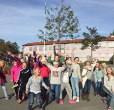 Å besøke skoleklasser er noe av det morsomste Audhild gjør. Her er de supergira jentene i 5. klasse på Åsheim skole i Trondheim, oktober 2016. Foto: A. Audhild Solberg
